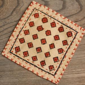 【6枚セット】カンタ刺繍とウッドブロックの手造りコースター ベージュ系の個別写真