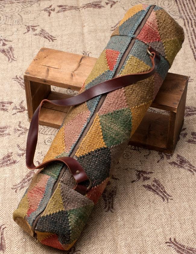 〔一点もの〕伝統を紡いだ インドキリムのヨガマットバッグ2-裏面の写真です\