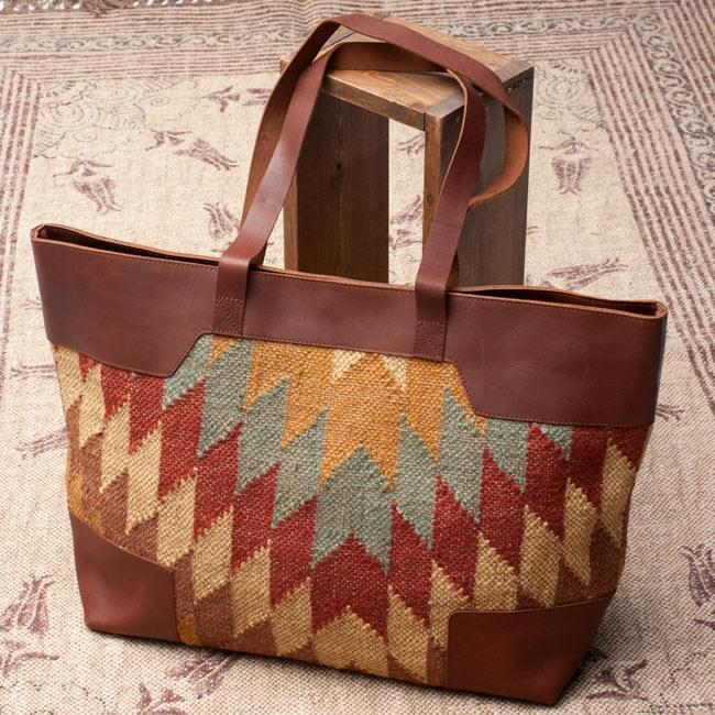 [インド品質]〔一点物〕伝統を紡いだ インドキリムのトラベルバッグ