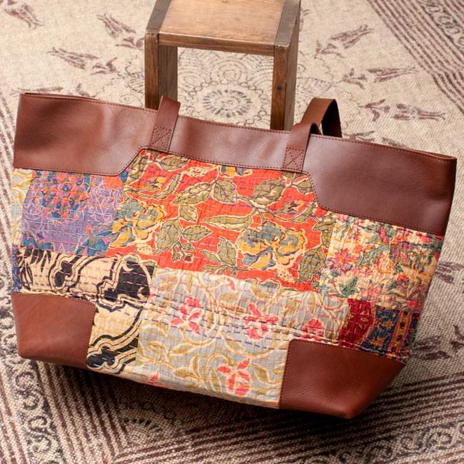 〔一点物〕伝統を紡いだ ラリーキルトのトラベルバッグ2-裏面の写真です\