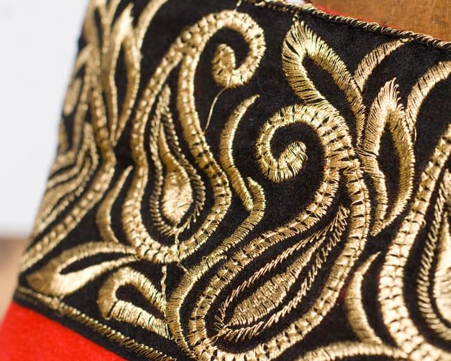 インドのゴージャスハンドバッグ - ブラック&ゴールド2-柄の部分をアップにしてみました。\