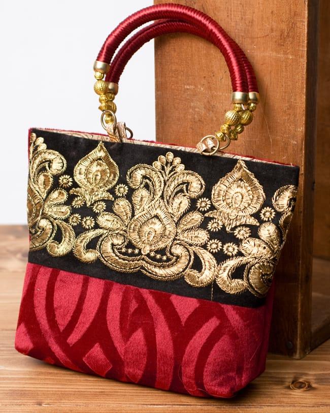 インドのゴージャスハンドバッグ - ブラック&ゴールドの写真