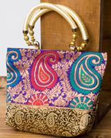 インドのゴージャスハンドバッグ - ゴールドペイズリーの個別写真