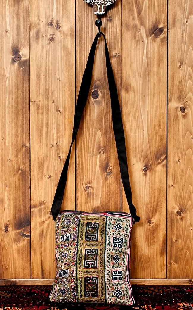 【一点物】モン族刺繍のスクエアショルダーバッグ2-便利なショルダーバッグです\