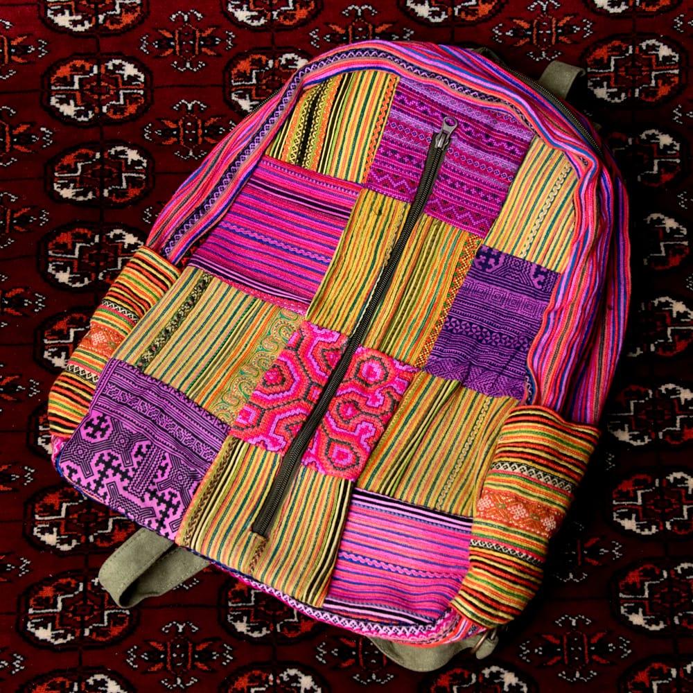 モン族刺繍のセンターファスナーパッチワークバッグパックの個別写真