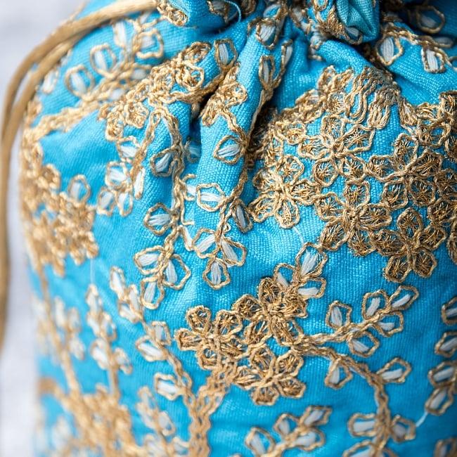 インドのきらきらミニバッグ・サリー等へオススメの巾着 - 水色2-柄の部分をアップにしてみました。\