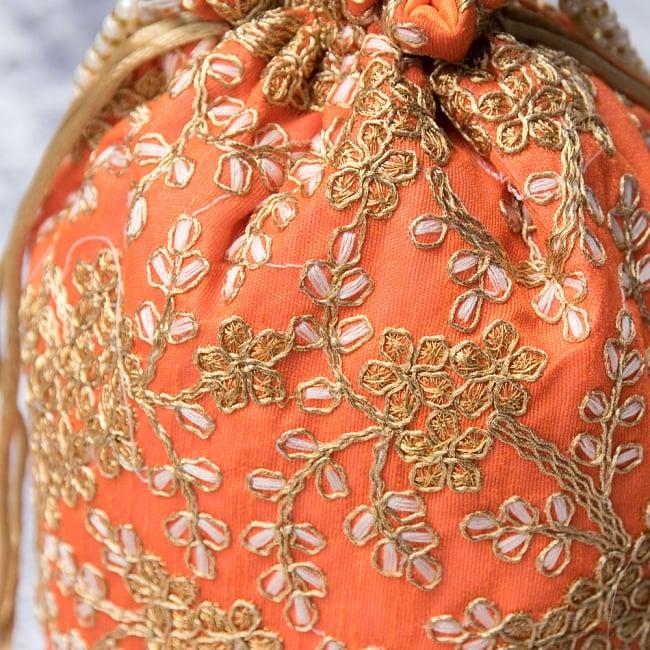 インドのきらきらミニバッグ・サリー等へオススメの巾着 - オレンジ2-柄の部分をアップにしてみました。\