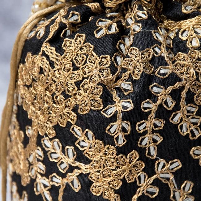 インドのきらきらミニバッグ・サリー等へオススメの巾着 - ブラック2-柄の部分をアップにしてみました。\