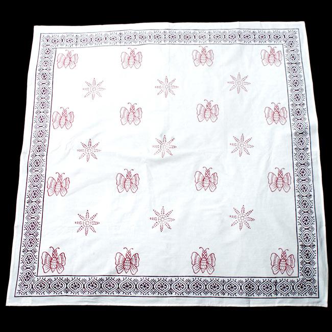 〔約110cm×110cm〕ウッドブロックのスクエア型テーブルクロス - 白 蝶々柄2-約110cm×110cmの正方形サイズをしています\