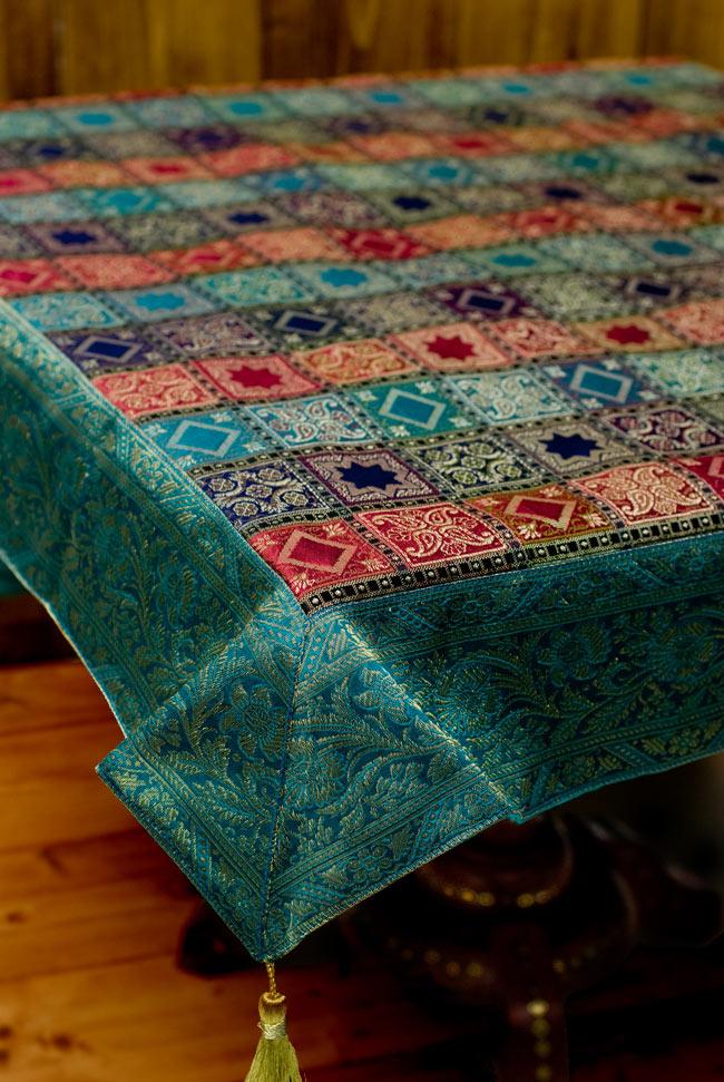 〔約105cm×105cm〕インドの金糸入りテーブルカバー エメラルド×マルチカラーの写真