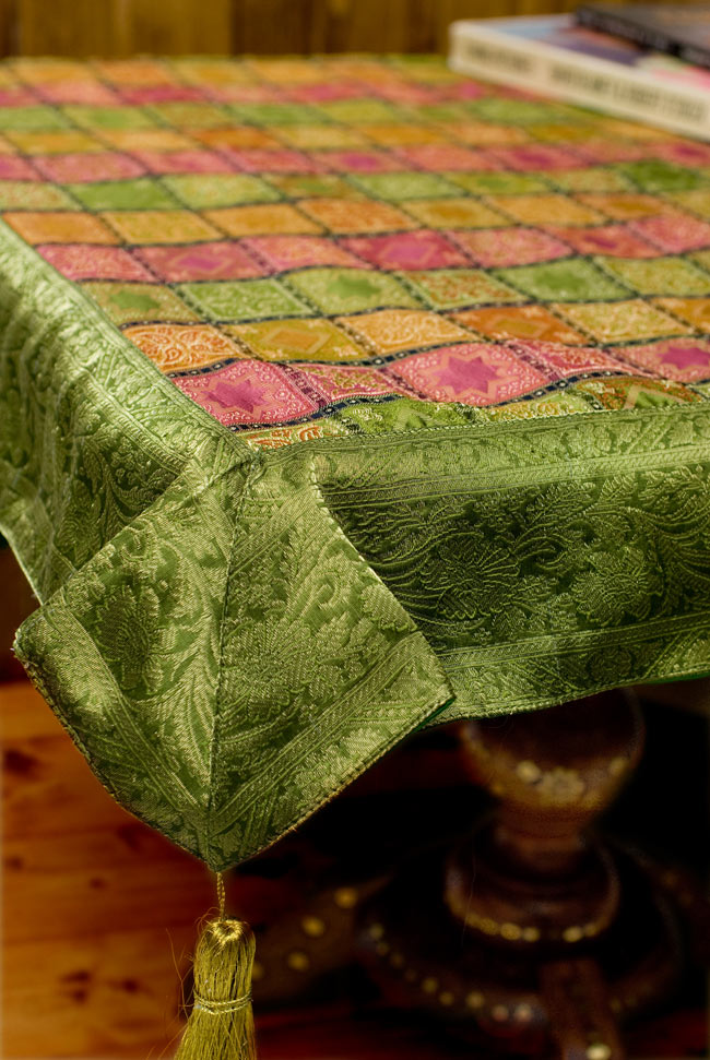 〔約105cm×105cm〕インドの金糸入りテーブルカバー - グリーン×マルチカラー