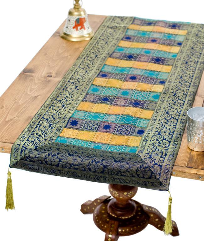 〔約180cm×40cm〕インドの金糸入りテーブルランナー 紺色×マルチカラーの写真