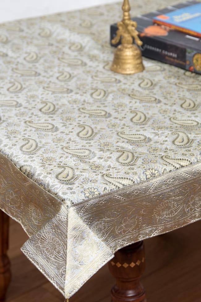 〔約105cm×105cm〕インドの金糸入りテーブルカバー -ペイズリー×グレー