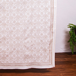 ジャイプル職人手作り 白生地×ゴールドプリントのボタニカルデザイン インド伝統の木版染め更紗マルチクロス〔225cm×155cm〕ベッドカバーやソファーカバー パーテーションなどへ