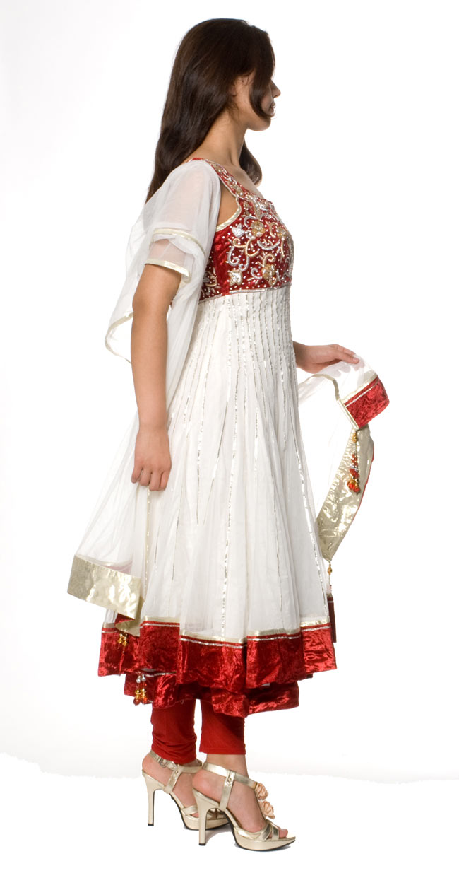 【1点物】インドのゴージャスパンジャービードレス-白×赤2-横から見ることこんな感じです。\