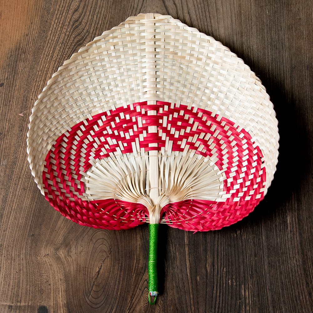 ベトナムの竹製 手作り リーフ型うちわ - 大の個別写真