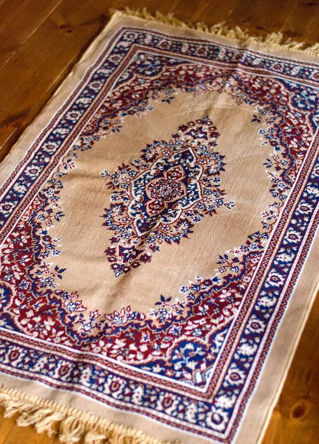 インドのエスニック絨毯 ロング【約110cm×約68cm】 ベージュの写真