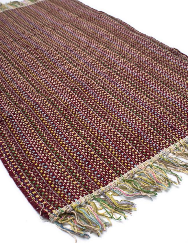 インドコットンの手織りラグマット【約100cm×約60cm】 - 茶色の写真2-ラグのフリンジ部分を大きく撮影しました\