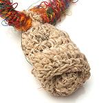 ヘンプとリサイクルシルクの鈴付きネックレスの個別写真