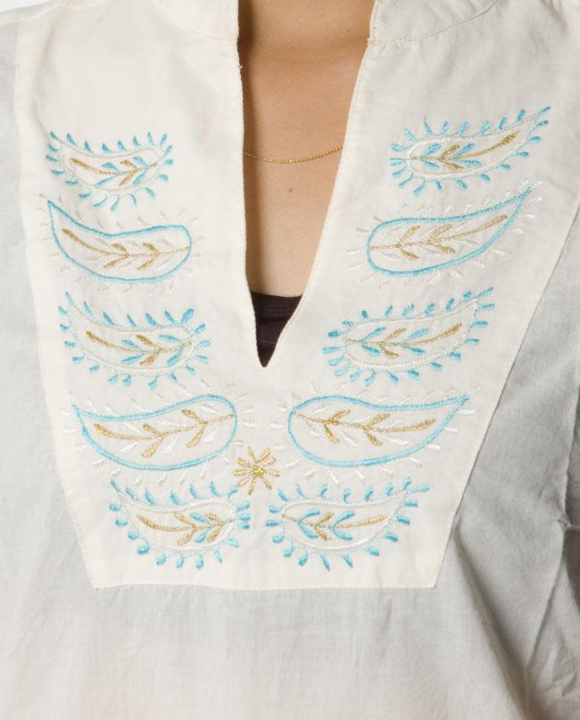 ペイズリー刺繍のルームウェア 【オフホワイト】2-胸元をアップにしてみました。インドらしい刺繍が可愛いです!\