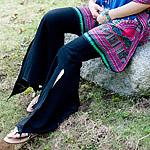 サイドスリットのストレッチ・トライバルパンツの個別写真
