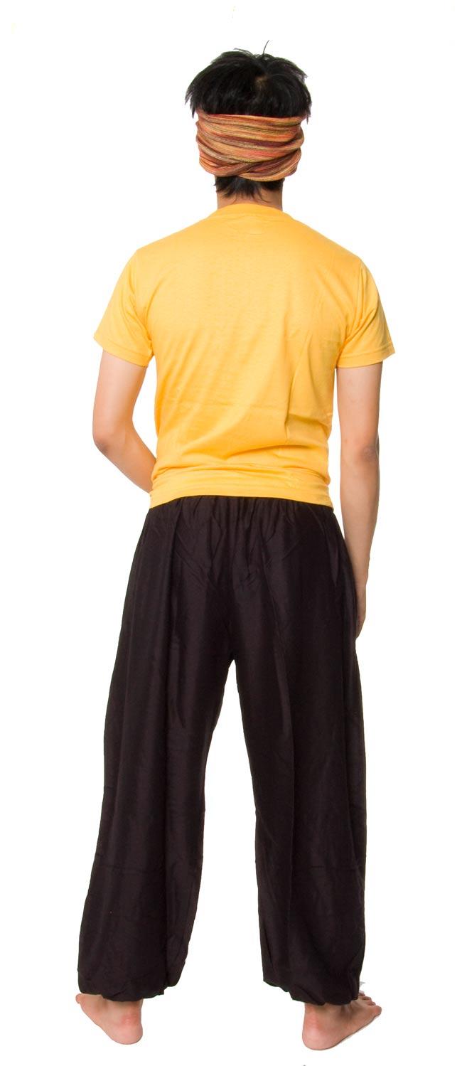 シンプルレーヨンパンツ 【黒】2-後ろ姿はこんな感じです。\