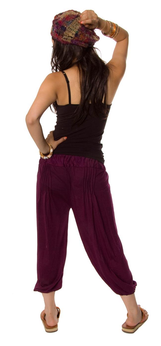 シャーリング ストレッチパンツ-ショート 【深紫】2-後ろ姿はこんなかんじです。\