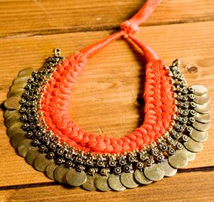インドのトライバルゴールドネックレスの選択用写真