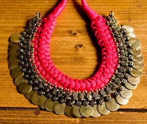 インドのトライバルゴールドネックレスの個別写真