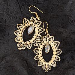 インド伝統模樣のゴールデンピアス(パワーストーン付)