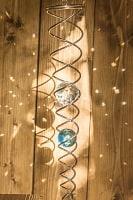太陽の光を集めるスパイラルサンキャッチャー(青)