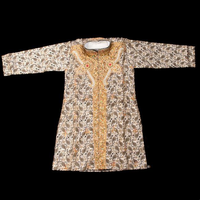 子供用クルタパジャマ 3点セット【ペイズリー・薄ゴールド】 2-表面の写真です\
