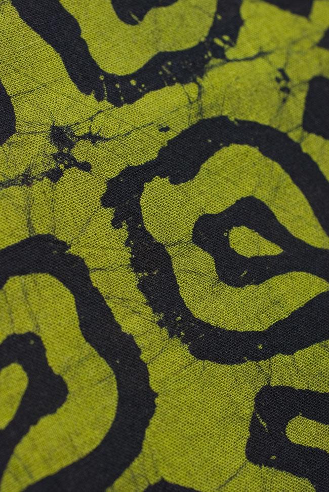 インドのバティック染め布 〔長さ2.8m程度×幅90cm程度〕2-パターンを拡大してみました。\