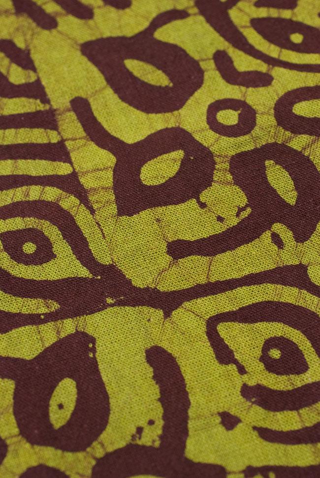インドのバティック染め布 〔長さ2.8m程度×幅90cm程度〕の写真2-パターンを拡大してみました。\