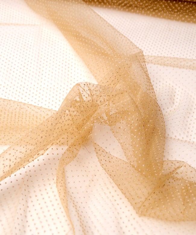 〔1m切り売り〕ゴールドドットプリントのメッシュ生地布〔106cm〕 - ベージュ2-拡大写真です。独特な雰囲気があります。\