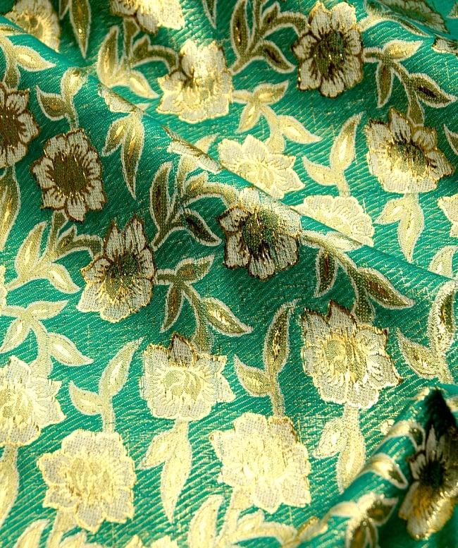 〔1m切り売り〕インドの金糸入り伝統模様布〔113cm〕 - グリーンの写真2-拡大写真です。独特な雰囲気があります。\