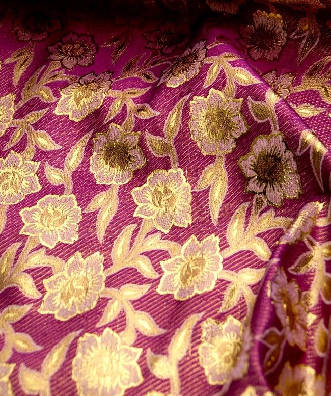 〔1m切り売り〕インドの金糸入り伝統模様布〔103cm〕 - パープル2-拡大写真です。独特な雰囲気があります。\