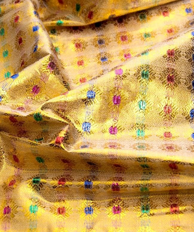 〔1m切り売り〕インドの金糸入り伝統模様布〔102cm〕 - イエロー2-拡大写真です。独特な雰囲気があります。\
