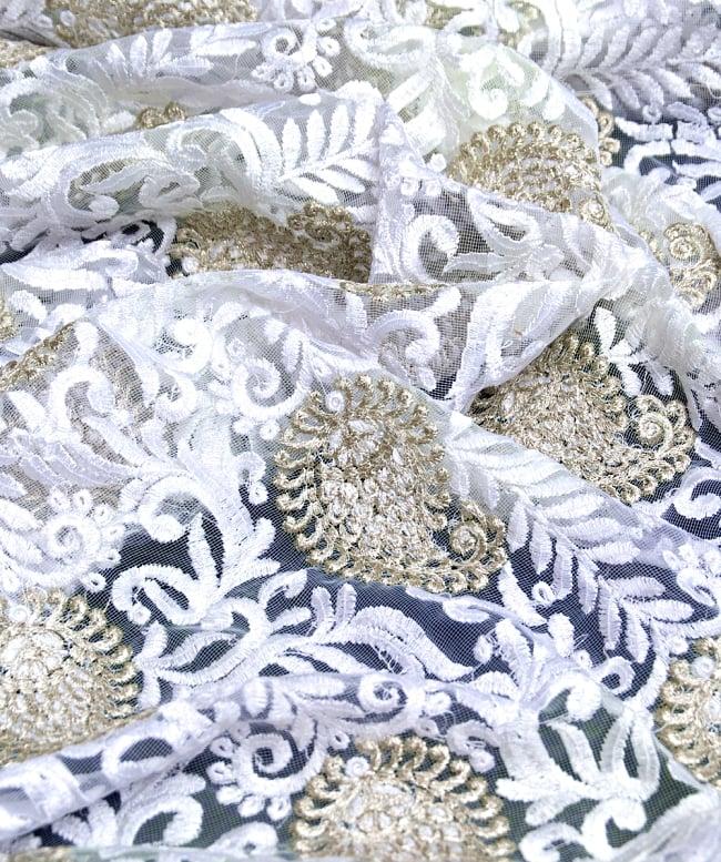 〔50cm切り売り〕ペイズリーと更紗のメッシュ生地布〔108cm〕 - ホワイトの写真2-拡大写真です。独特な雰囲気があります。\
