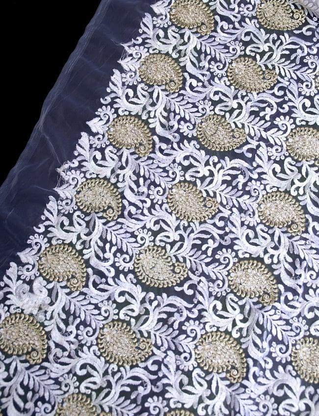 〔50cm切り売り〕ペイズリーと更紗のメッシュ生地布〔108cm〕 - ホワイトの写真