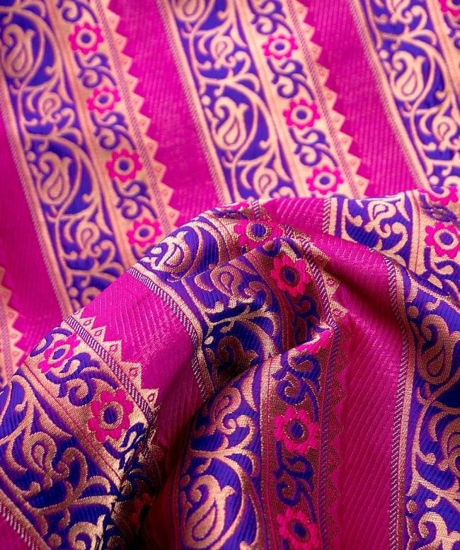 〔1m切り売り〕インドのゴージャス刺繍伝統模様布〔114cm〕 - 紫×ピンク系の写真2-拡大写真です。独特な雰囲気があります。\