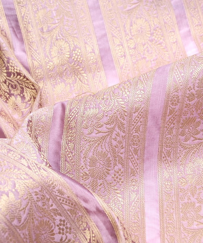 〔1m切り売り〕インドの伝統模様布〔102cm〕 - 薄ピンク系の写真2-拡大写真です。独特な雰囲気があります。\