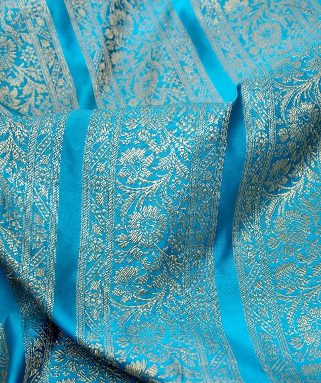〔1m切り売り〕インドの伝統模様布〔110cm〕 - 水色系の写真2-拡大写真です。独特な雰囲気があります。\