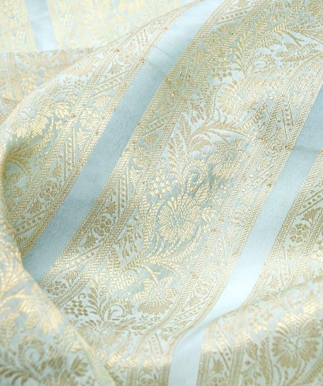 〔1m切り売り〕インドの伝統模様布〔104cm〕 - ミント系の写真2-拡大写真です。独特な雰囲気があります。\
