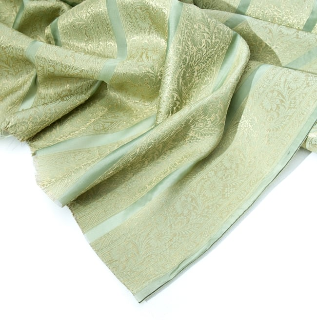 〔1m切り売り〕インドの伝統模様布〔105cm〕 - 薄緑系2-拡大写真です。独特な雰囲気があります。\