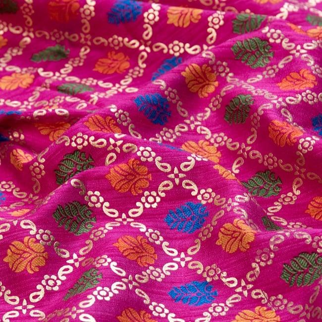 〔1m切り売り〕インドの伝統模様布〔幅約110cm〕 - マゼンタ