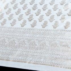 〔1m切り売り〕インドの伝統模様布〔幅約105cm〕ホワイトの個別写真
