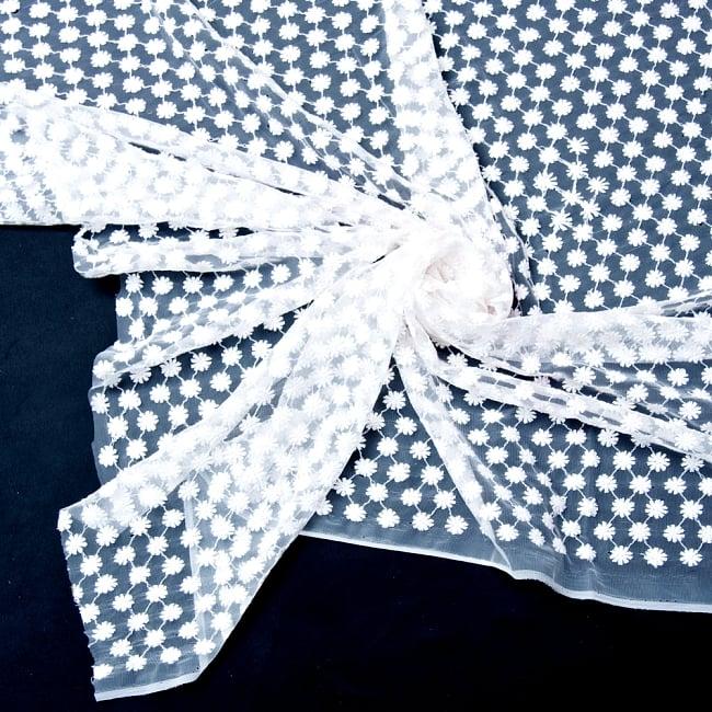 〔1m切り売り〕伝統模様刺繍のメッシュ生地布〔106cm〕