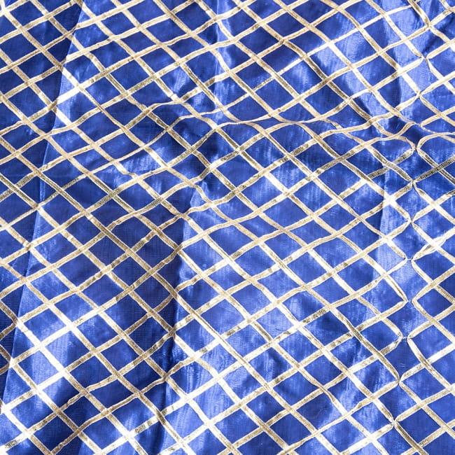 〔1m切り売り〕インドの伝統模様布〔幅約105cm〕2-光の加減で表情をかえてくれます\