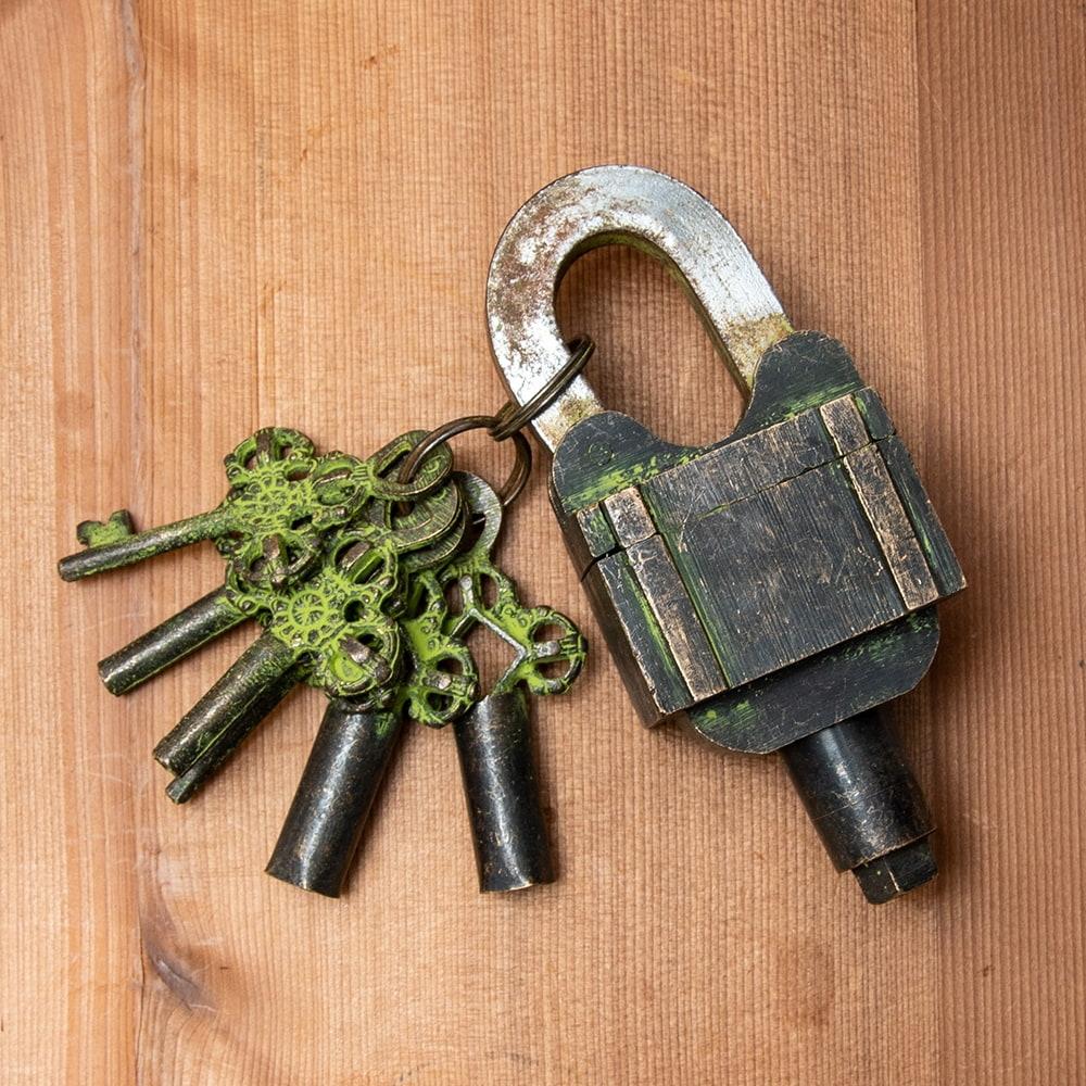 インドの超ごっつい南京錠 - トリプル南京錠の個別写真